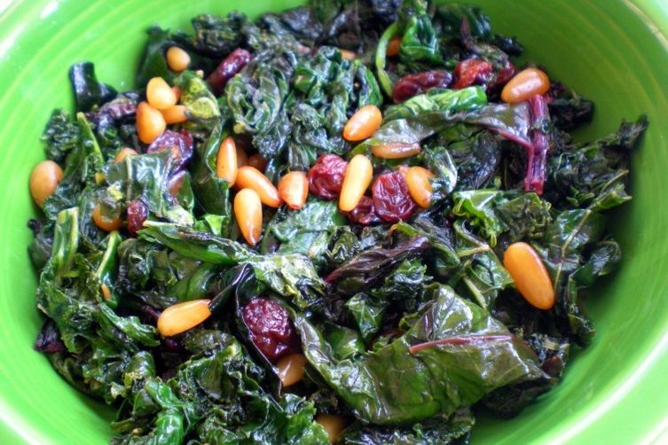 Kale with raisins and pinenuts 1