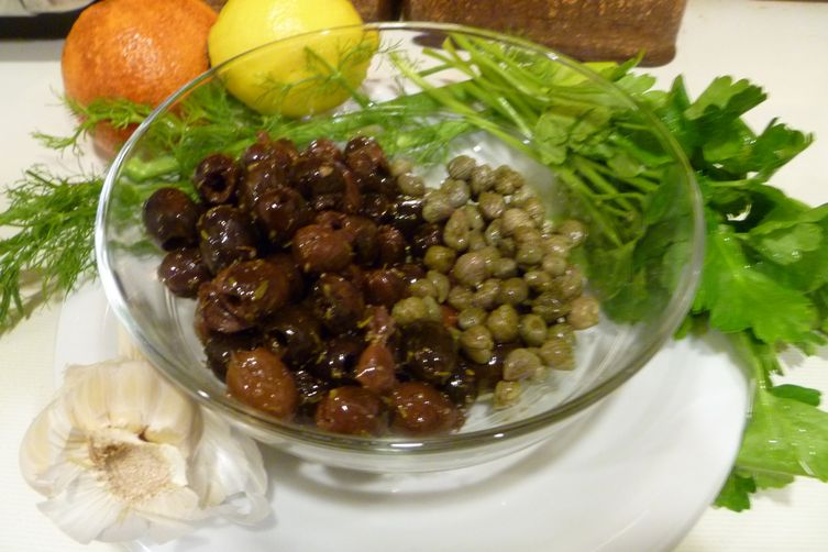 Flageolet bean salad with fennel, orange, and tapenade toasts 1