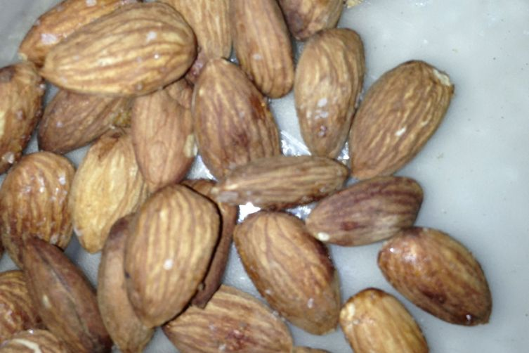Quick, Easy, Non-Greasy Spiced Roasted Almonds 1