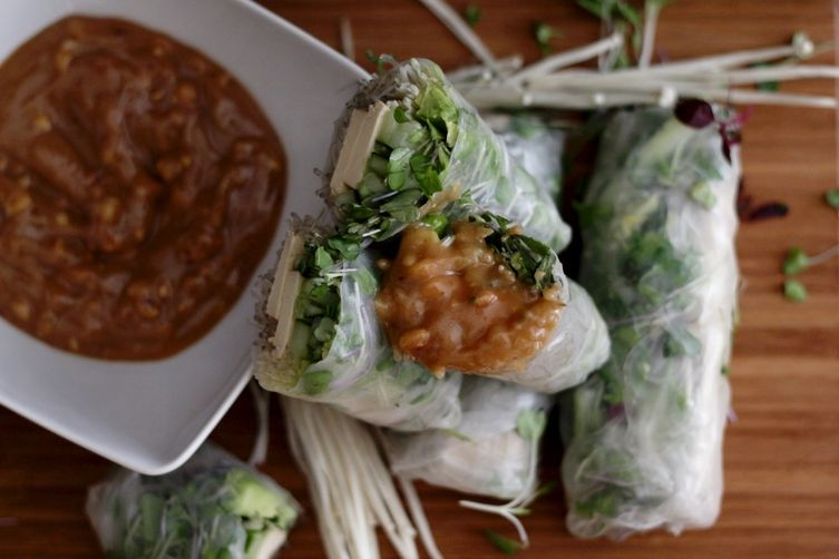 fresh spring rolls with thai peanut dippingsauce