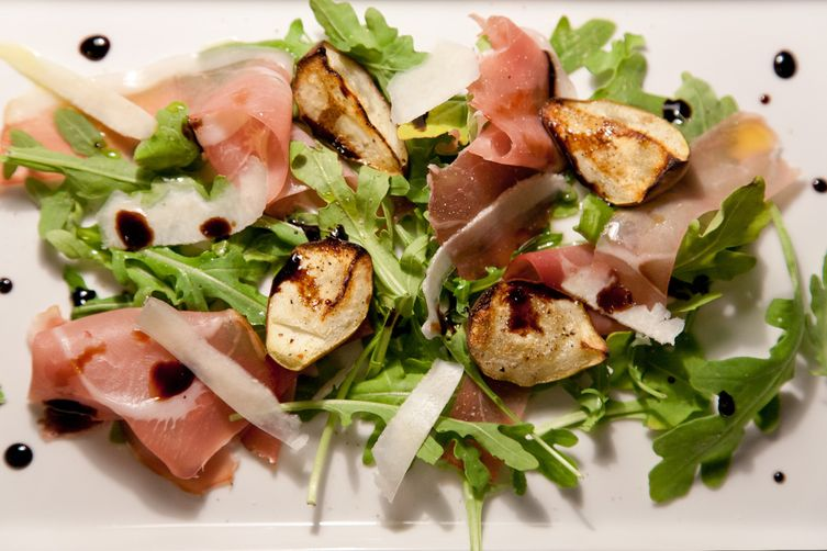 Grilled Pears with Arugula, Prosciutto and BalsamicReduction 1