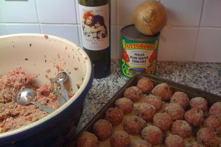 Meatballs with Currants and Pine Nuts 1