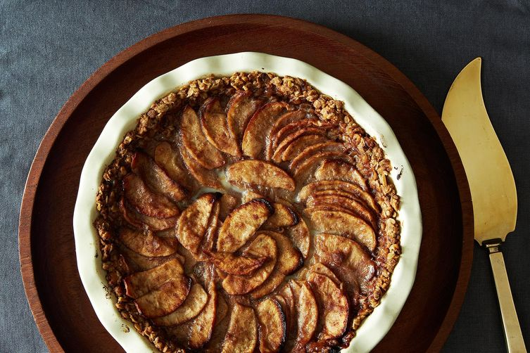 Mixed Apple Pie with Hazelnut Crumb Crust and MapleCream 1