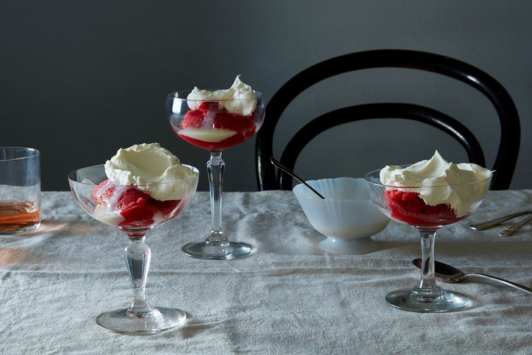 Strawberry Ice with Condensed Milk and Whipped Cream 1