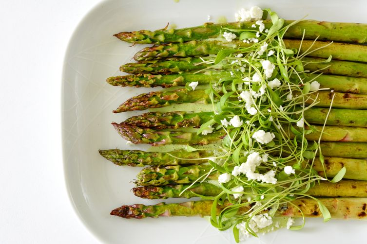 Chargrilled Asparagus with a Herb and YoghurtDressing 1