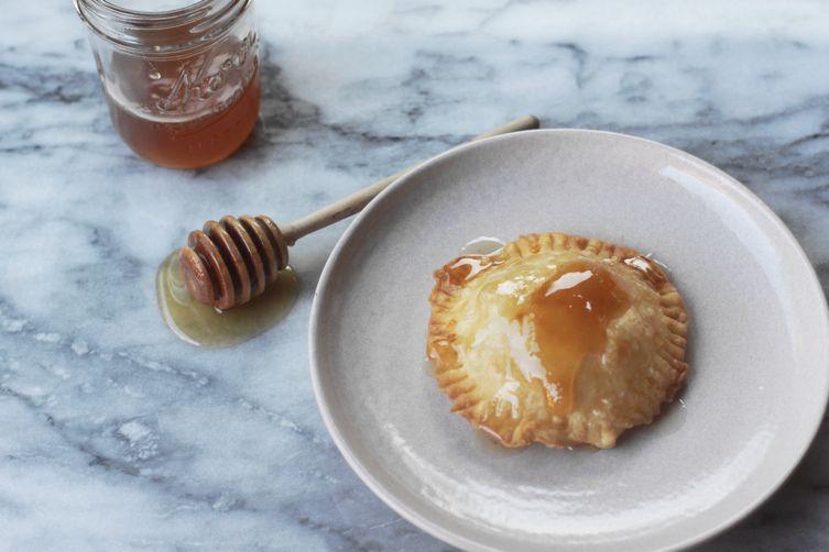 Seadas (Sardinian Honey and CheesePastries) 1