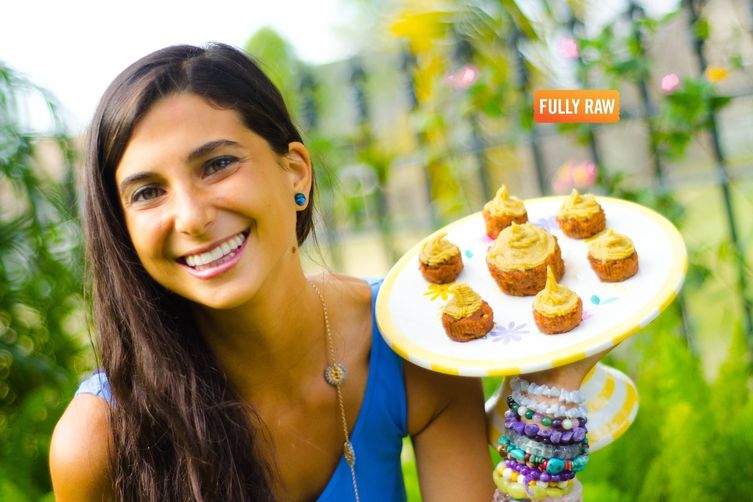 FullyRaw Carrot Cupcakes with Vanilla Orange Cream Frosting