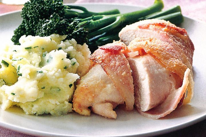 Bacon-wrapped chicken on chive mash 1