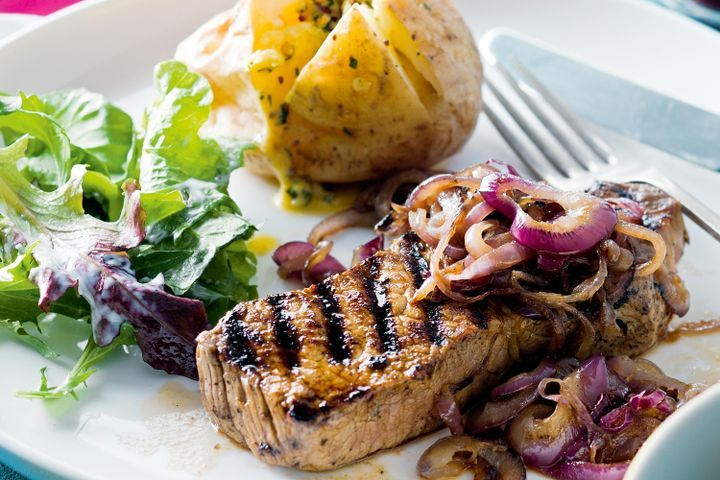 Beer-marinated beef with spicy buttered potatoes 1