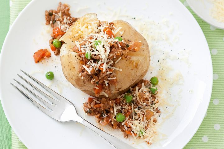 Bolognese jacket potatoes 1