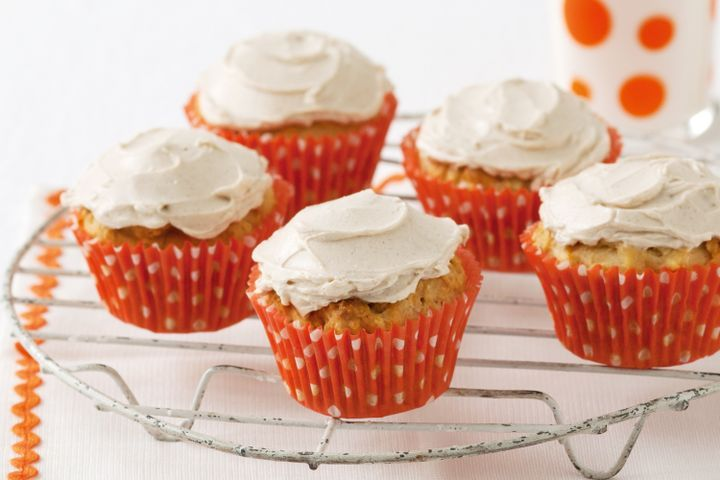 Carrot and apple cupcakes with cream cheese frosting 1
