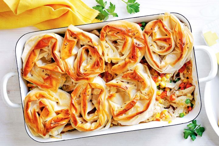 Chicken and vegetable family pie 1