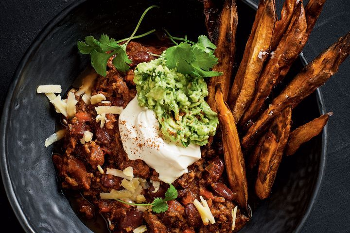 Chilli con carne with sweet potato dippers 1
