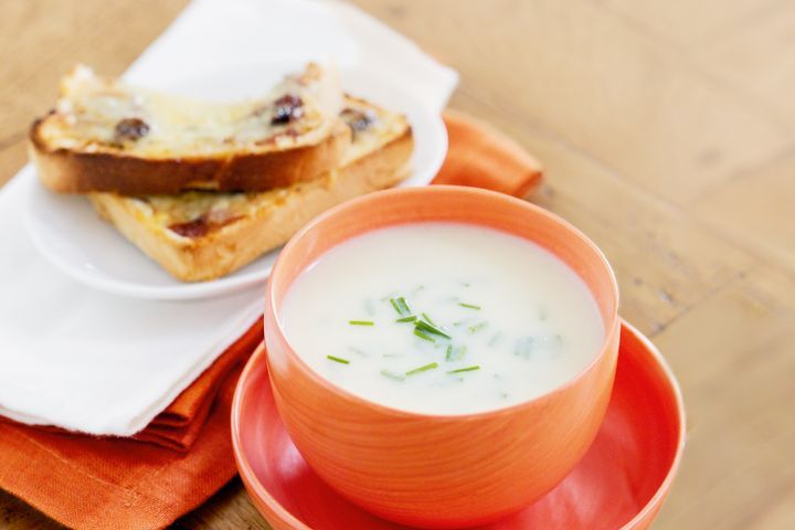 Creamy cauliflower soup with cheddar and chutney toasts 1