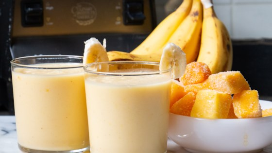 Easy Mango Banana Smoothie 1