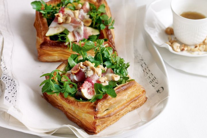 Fig, watercress and prosciutto tarts 1