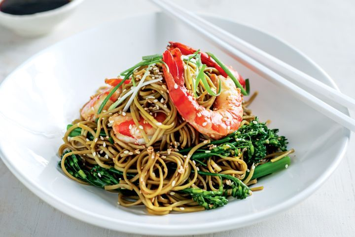 Green tea noodles with prawns and broccolini 1