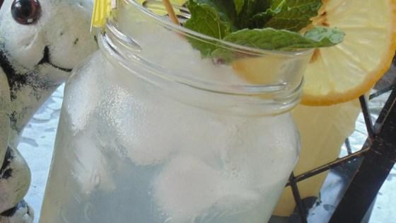 Mason Jar Lemonade 1