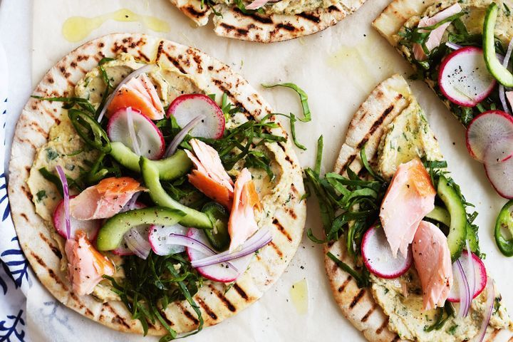 Mini pizzas with smoked salmon & herbed hummus 1