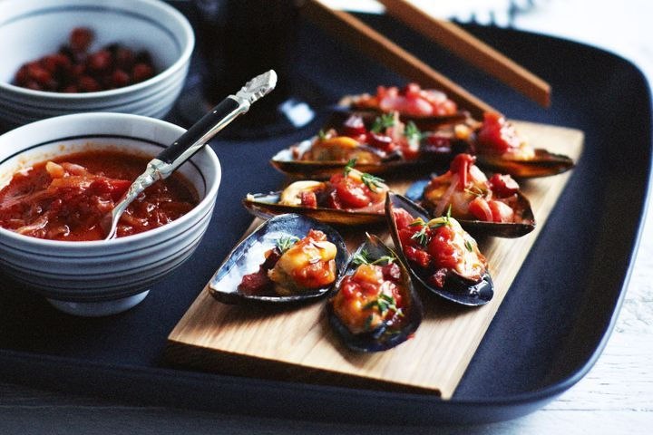 Mussels with tomato, chorizo and sherry 1