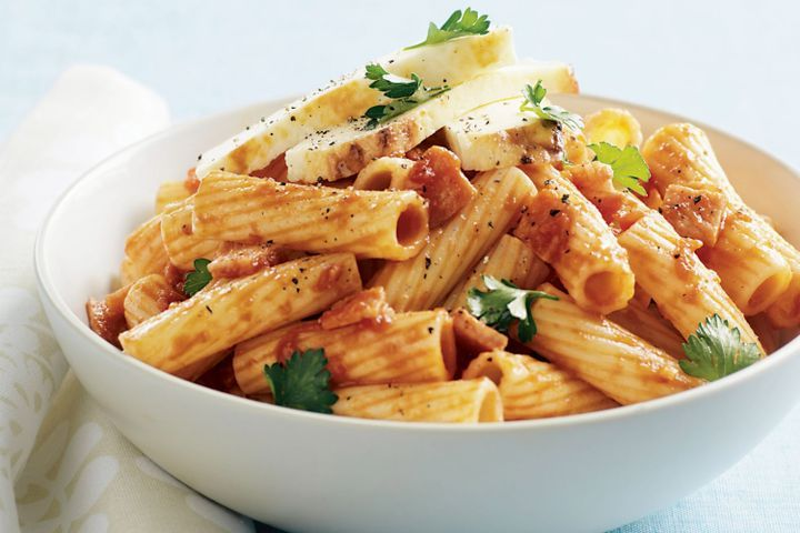 One-pot pasta with bacon, tomato and ricotta 1