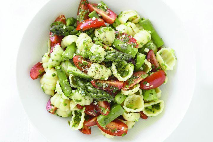 Pasta, asparagus & marinated tomato salad 1