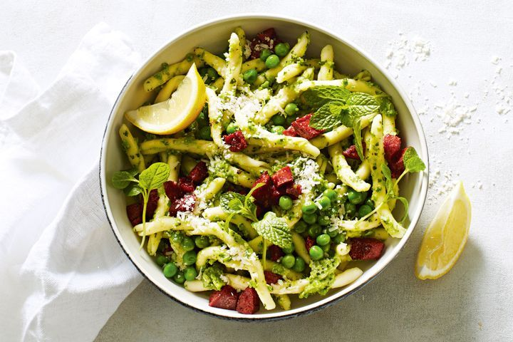 Pasta with pea pesto and crispy chorizo 1
