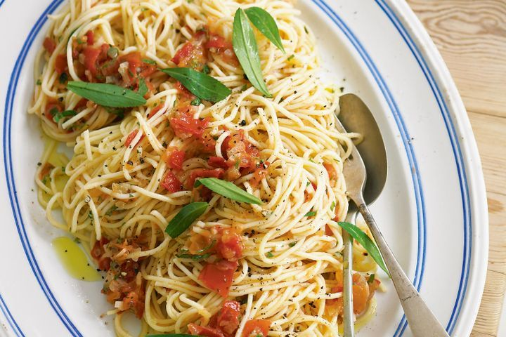 Pasta with tomatoes and tarragon 1
