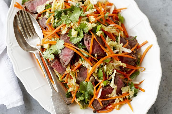 Pepper-chilli beef grill with carrot salad 1
