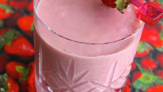 Quick Strawberry Oatmeal Breakfast Smoothie 1