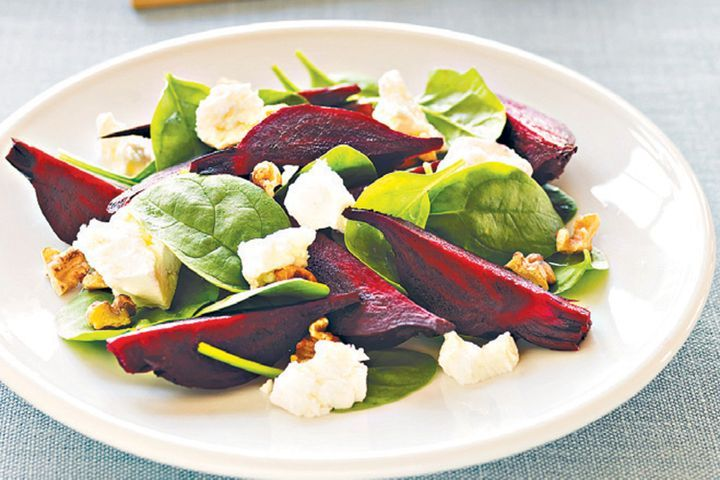 Roasted beetroot, spinach and goat's cheese salad 1