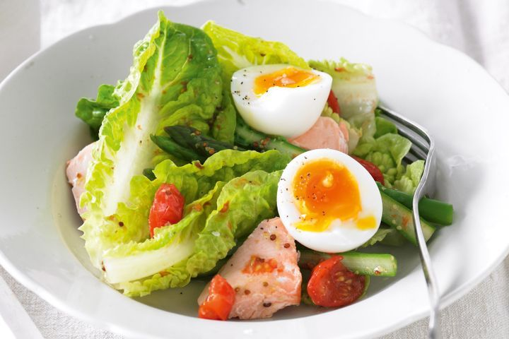 Salmon, asparagus & roasted cherry tomato salad 1
