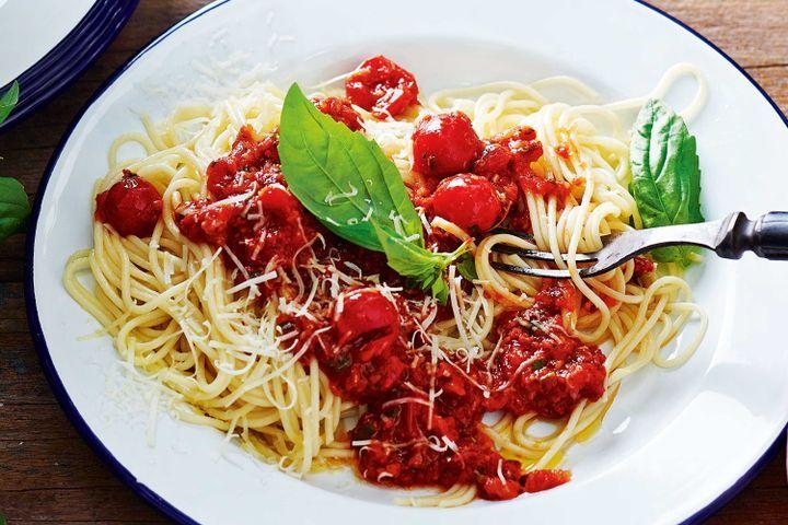 Spaghetti with cherry tomato sauce 1