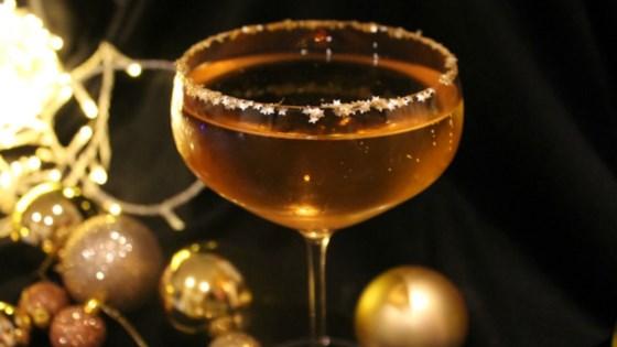 The Golden Bubble Cocktail with Prosecco, Amaretto, and Glitter 1