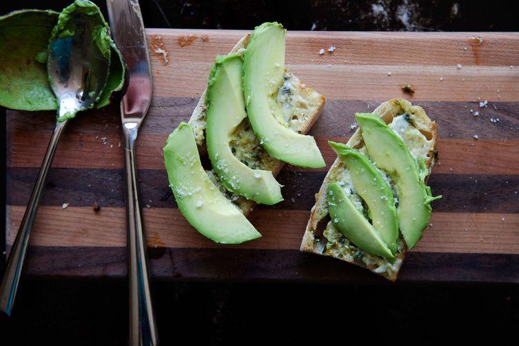 Avocado Toast with Lemon-BasilAioli 1