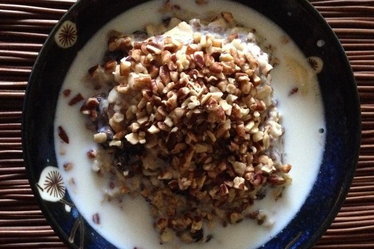 Raisin, pecan, and banana oatmeal with flax seeds 1