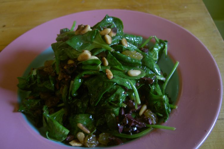 Sauteed Spinach with Kalamata Olives and Raisins 1