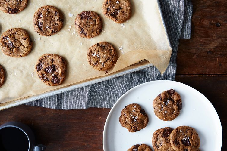 Chewy Vanilla Spice Cookies with Chocolate Chunks (Vegan,too!)