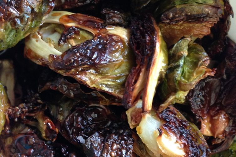 Roasted Brussels Sprouts with Spicy Sauce 1