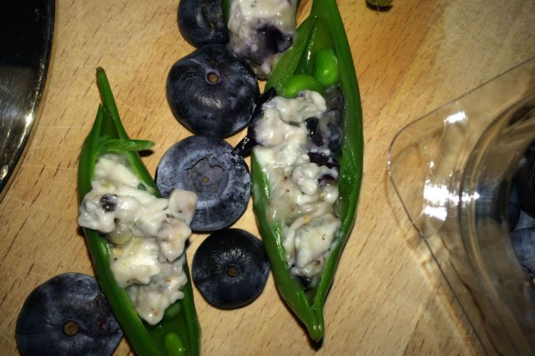 Gorgonzola Blueberry Snap Pea Bites! 1