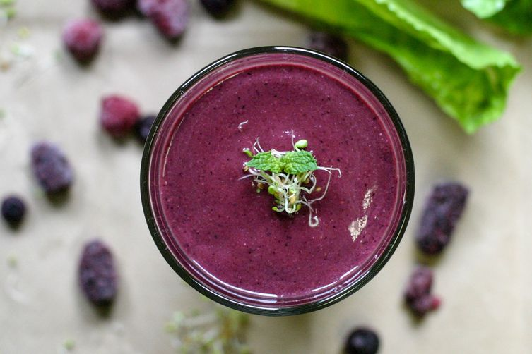 Raw SPROUTED Berry Smoothie 1